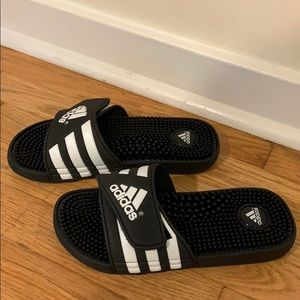 NWOT youth Adidas Adissage slides